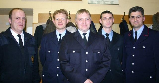 Von links nach rechts: Branddirektor Karlheinz Gremm, Florian Lienhard, Philipp Jakobi, Patrick Lenz, Abteilungskommandant Heiko Sohn